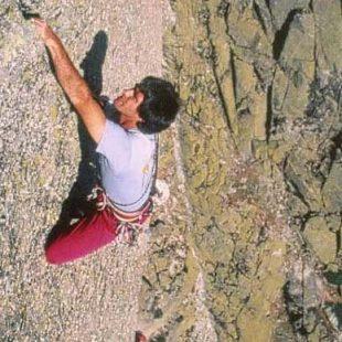 Josechu escalando en libre Tiempos de cambio en la Peña del Águila