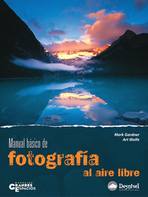 Manual básico de fotografía al aire libre.  por Art Wolfe; Mark Gardner. Ediciones Desnivel