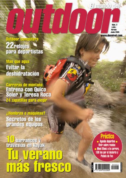 Portada de la revista El mundo del Outdoor nº1. Mónica Aguilera. Foto: Darío Rodríguez...