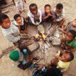 Círculo de niños san. Las nuevas generaciones son su última esperanza.Foto: Carlos Tofiño...  (desnivel)