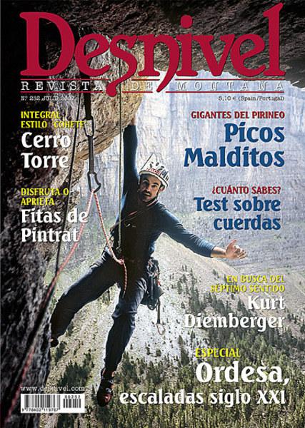 """Portada de la revista Desnivel nº252. """"Chemari"""" Andrés escalando la vía Géminis (Pared de la ...  (desnivel)"""