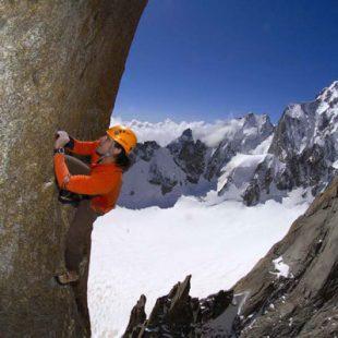 Alex Huber durante su solo integral de la Suiza al Grand Capucin