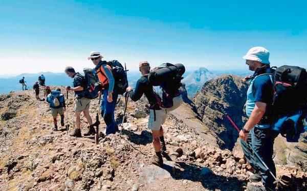 Excursionistas en el Parque Natural de Fuentes Carrionas  (DARIO RODRIGUEZ)
