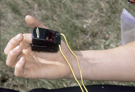 Medición de pulsaciones por minuto con pulsómetro ()