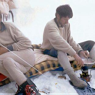 Gunther y Reinhold Messner en el campo V del Nanga Parbat (1970