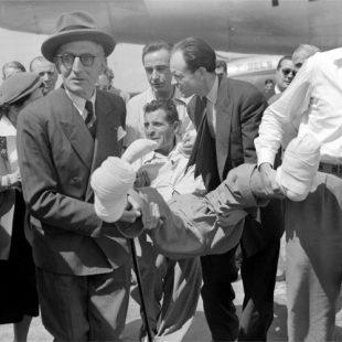 Maurice Herzog llega a Paris Orly tras hacer cima en Annapurna (3 de junio 1950)