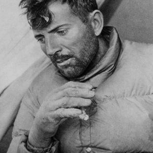 Maurice Herzog tras hacer cima en Annapurna el 3 de junio de 1950