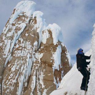 Escalando hacia la cima en Patagonia ()