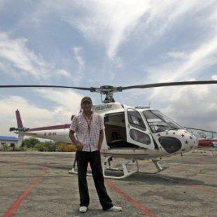 Sabin Basnyat piloto de helicóptero  ()