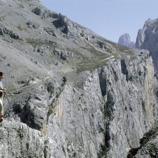 Excursionista en la Ruta del Cares  (Darío Rodríguez/Desnivel Press)