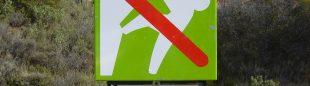 Cartel de regulación de la escalada en Peña Rueba  ()