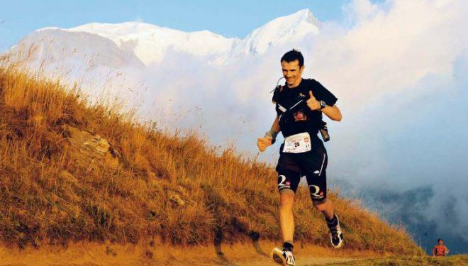 Corredor en el ultratrail del Montblanc. Una prueba que da la vuelta interna al macizo del Mont Blanc acumulando 166 kilómetros de longitud y 9.500 metros de desnivel positivo.  (Outdoor)