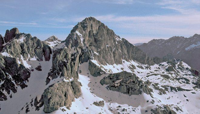 Vista aérea de Peña Santa. Macizo Occidental de Picos de Europa  (Darío Rodríguez/Desnivel Press)