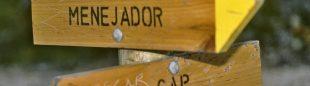 Carteles informativos en el Parque Natural del Carrascal de la Font Roja. Comunidad Valenciana.  (Darío Rodríguez)