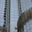 Alain Robert escalando el edificio más alto del mundo