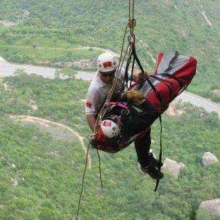 Los rescates de escaladores son espectaculares. (Bomberos de la Generalitat)