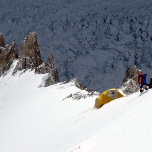 Campo 1 de la Cara Sur (6.300 m) del Gasherbrum 1. Gasherbrum 1 invernal  (ABC Team)