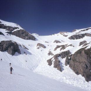 Los aludes son uno de los peligros más comunes en el Pirineo durante el invierno. En la foto