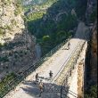 Ciclistas en el viaducto de la Fontcalda  (Fundación Ferrocarriles Españoles)
