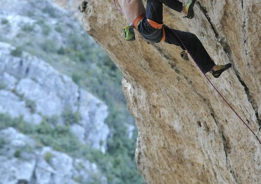 Adam Ondra prueba un proyecto de noveno en Santa Ana (Huesca).  (©Darío Rodríguez/Desnivel.com)