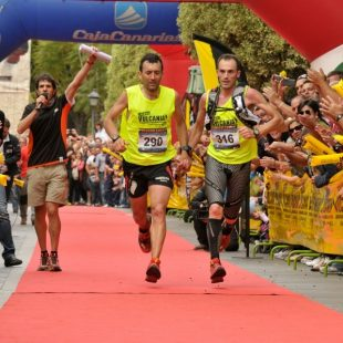 Iker Carrera y Miguel Heras cruzando la meta en la Transvulcania 2011  (Tranvulcania)