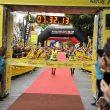 Miguel Heras e Iker Carrera cruzan la meta de la Transvulcania 2011.  (Jose Feliciano)