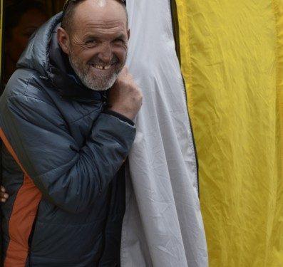 Juanito Oiarzabal en el campo base del Everest-Lhotse la primavera 2011.  (©Darío Rodríguez 2011)