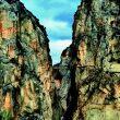 Impresionante entrada sur de Los Gaitanes. A la derecha se aprecia la pasarela.  (DAVID MUNILLA)