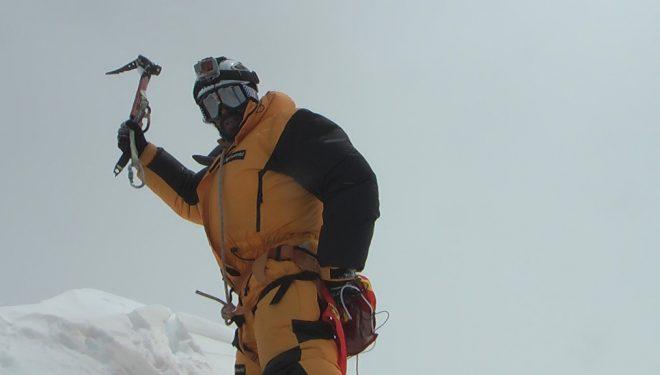 Pauner en la cima del Lhotse (8.516 m).  (Col. Carlos Pauner/Javier Pérez)