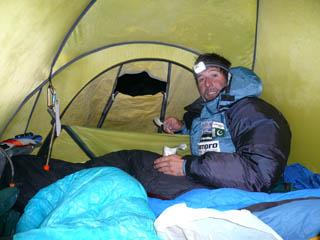 Álex Txikon en el Campo 3 del Gasherbrum 1. 2011.  (ABC Team)