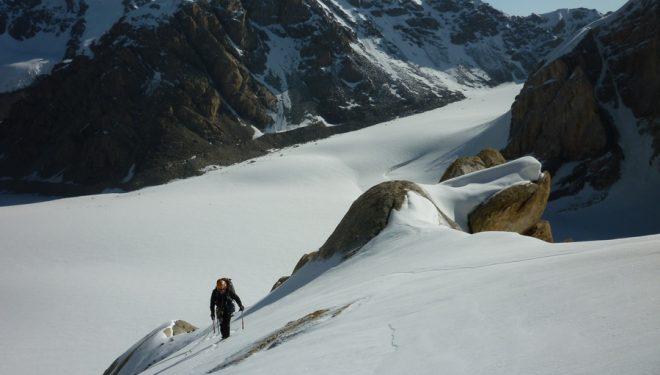 Cati Lladó despues de superar las primeras rampas del Rakhmat (5144m)  (Col. Cati Lladó y Tomeu Rubí)