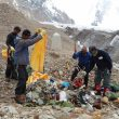 La expedición Keep Karakorum Clean 2011 limpia de basura del Gasherbrum II  (EvK2Cnr / Montagna.tv)