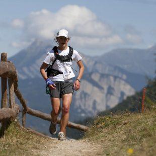 Lizzy Hawker compitiendo en el Ultra Trail Mont Blanc  (Damiano Levati)