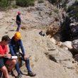Voluntarios de la campaña Montaña Segura entrevistando a barranquistas en la sierra de Guara. (PRAMES)