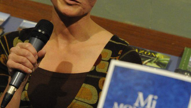 Presentación en la librería del Premio Desnivel de Literatura 2010. Eider Elizegi  (Darío Rodríguez/Desnivelpress)