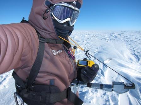Albert Bosch se orienta en plena travesía antártica  (Albert Bosch)