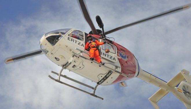 El helicóptero vasco en acción ()