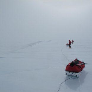 Grietas en jornada 37 de expedición. 1.770 kilómetros recorridos.  (NATURGAS /BBK TRANSANTARTIKA 2011)