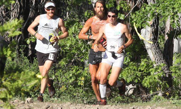Kilian Jornet y Anton Krupicka junto a Geoff Roes en la Western States 100 de 2010  (WS100)