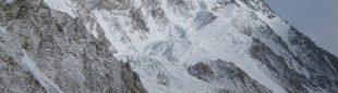 El K2 en invierno desde el campo base ruso en su expedición del 2012  (K2-winterclimb.ru)