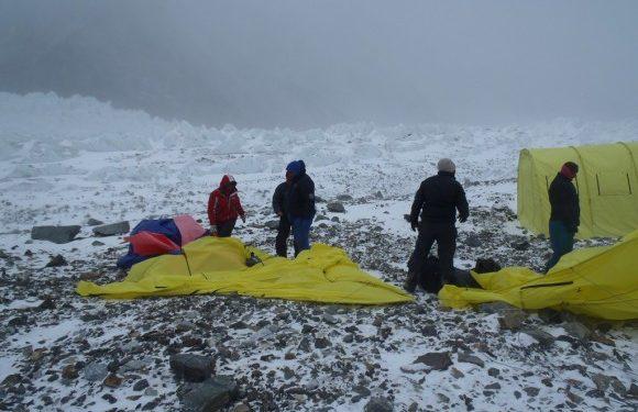 El viento hizo estragos en el CB ruso en el K2 invernal (K2-winterclimb.ru)