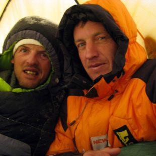 Simone Moro y Denis Urubko en la invernal al Makalu (Simonemoro.blogspot.com)