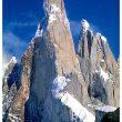 El Cerro Torre con su arista sureste en primer término  (Wikimedia commons)