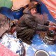 Eptijar dentro de la tienda del campamento base de Alex Txikon y Carlos Suárez con bastante frío  ((c) Alex Txikón)