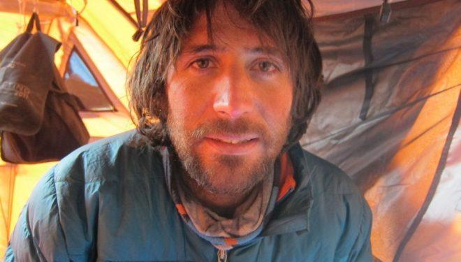 Álex Txikon en el campo base. Gasherbrum 1 Invernal  ()