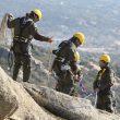 Agentes forestales de la Comunidad de Madrid desequipan unas vías próximas a nidos de especies protegidas.  (Foto: agentesforestales.org)