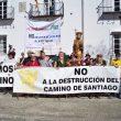 Manifestación en contra de la refinería.  (Asociación Amigos del Camino Vía de la Plata)
