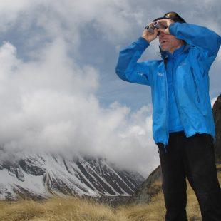 Carlos Soria analiza el estado del Annapurna desde el CB  (Expedición BBVA Annapurna 2012)