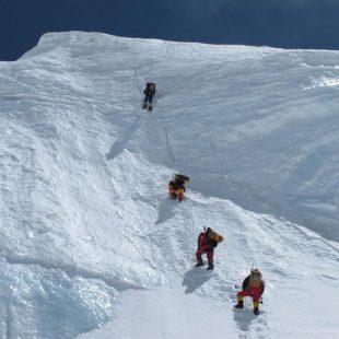 Alpinistas a 6.450 m en el Annapurna (Col. W. Niclevicz)