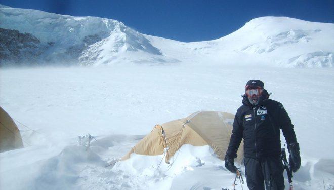 Juanito Oiarzabal en el campo 1 del Shisha Pangma